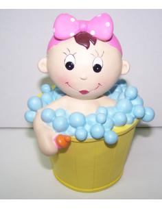 Figura hucha para pastel niña en cubo con espuma.