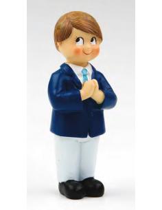 Muñeco para el pastel de la primera comunión, niño con pantalón blanco y chaqueta en marino, manos rezando.