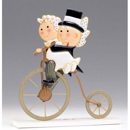 Figura de novios en bicicleta antigua
