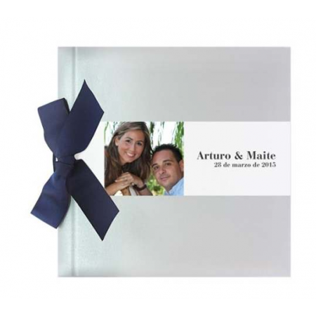 Libro de bodas para firmas plata brillo, personalizado con una banda horizontal con foto