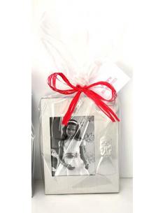 Marco de fotos en metal silueta niña Comunión, con bolsa rafia y tarjeta personalizada.