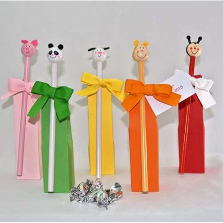 set para eventos lápices animalitos en caja alta con caramelos