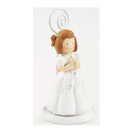 Clip portafotos en resina, niña con vestido en blanco y fajín en rosa, rosario entre las manos.