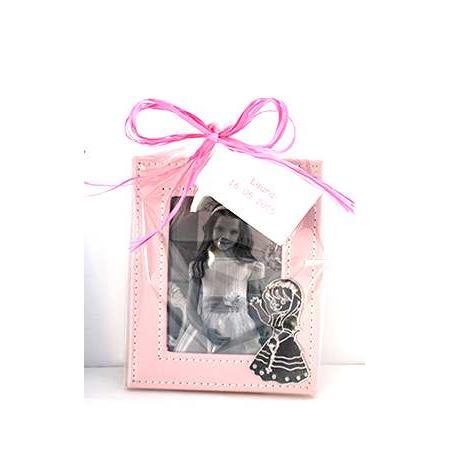 Marco de fotos en piel figura espejo niña Comunión. En bolsa celofán, cola de ratón a tono y tarjeta personalizada.