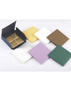 Cajas en diferentes colores de 8x8x0,5 cm. Ideal para napolitanas de chocolate