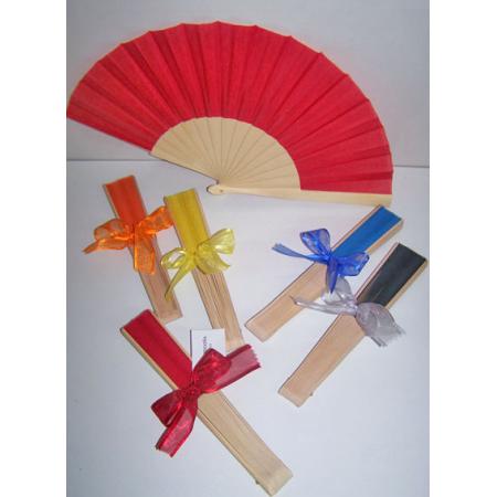 Abanicos con varillas de madera, decorados con lazo y tarjeta personalizada