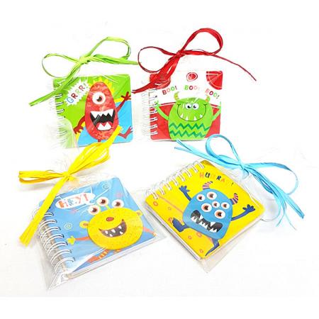 Libreta tapas en madera monstruitos presentada con bolsa rafia y tarjeta personalizada