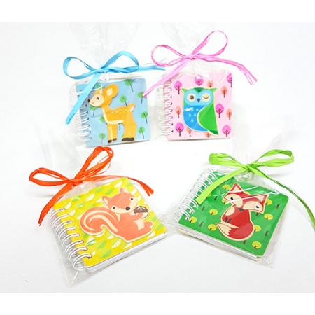 Libreta infantil en madera animalitos presentada en bolsa con rafia y tarjeta personalizada