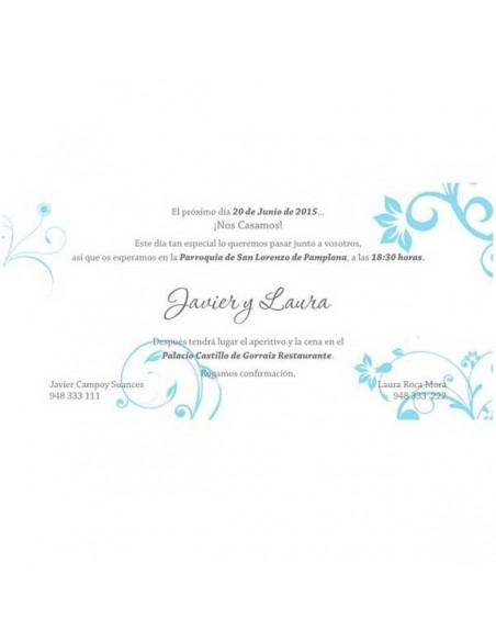 Detalle de la invitación de boda con detalles florales