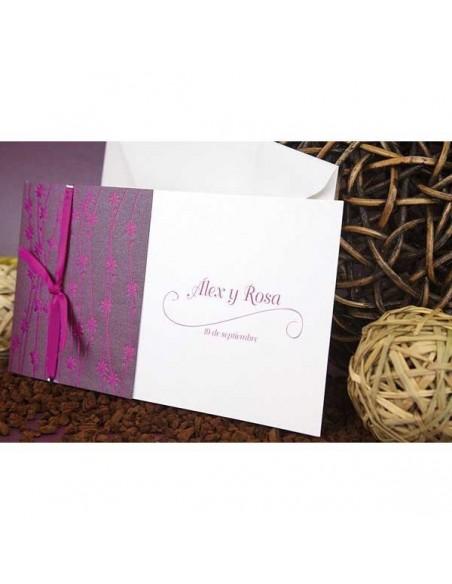 Invitación de boda con tonos morados