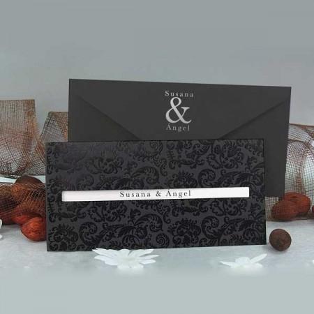 Invitacion de boda negra con relieve