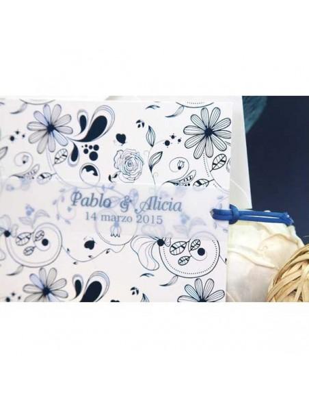 Invitación de boda con detalles azules en brillo