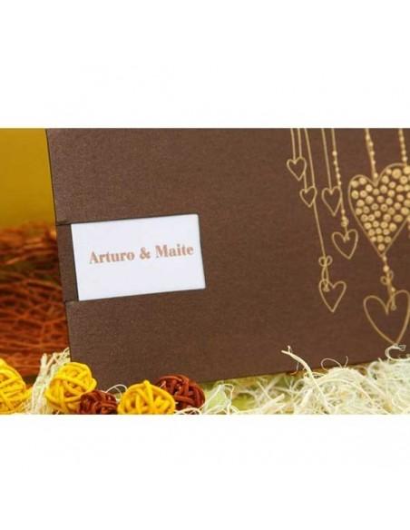 Invitación de boda marrón brillo