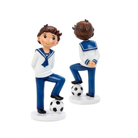 Figura niño con traje de marinero y balón. Figura para tarta comunión.