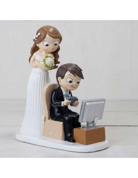 Figura para tarta de boda. Novios con pc