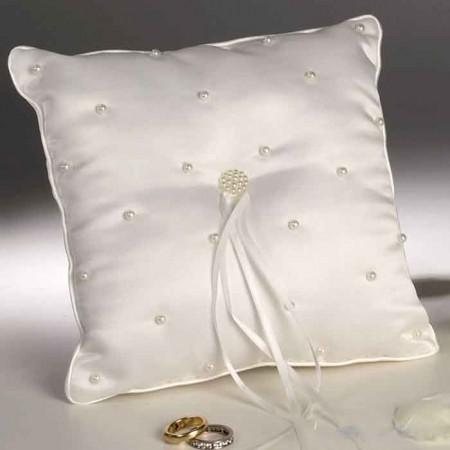 Cojín para alianzas con perlitas bordadas, 20 x 20 cm.