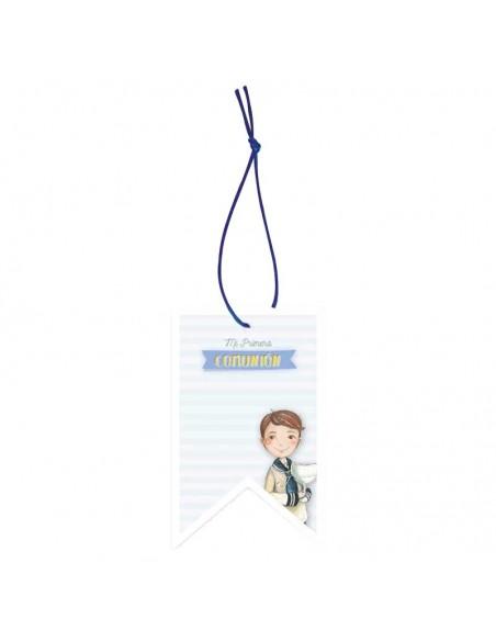 Etiqueta para los detalles de comunión decorada con un niño con un cáliz