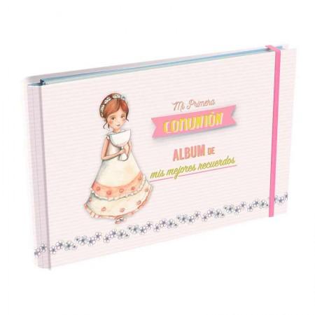 Álbum recuerdos de Primera Comunión, Niña con Cáliz grande y sonriente