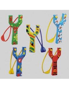 Coloridos tirachinas de madera, detalles para niños