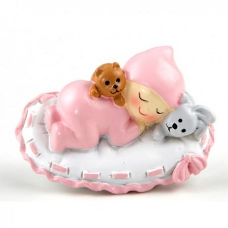 Imán para bautizo, bebé niña con peluches y sobre almohada rosa