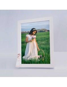Marco de fotos madera con figura niña con trenza y flores
