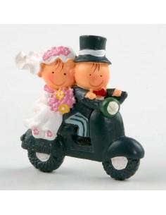 Romántico imán de novios en moto