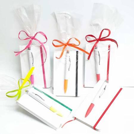 Bloc de notas y bolígrafo, presentado en bolsa y decorado
