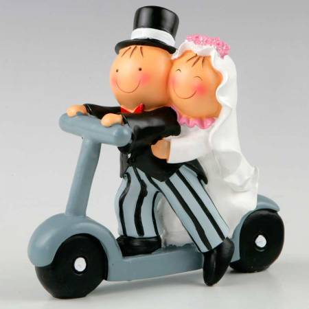 Figura para pastel de bodas novios en patinete