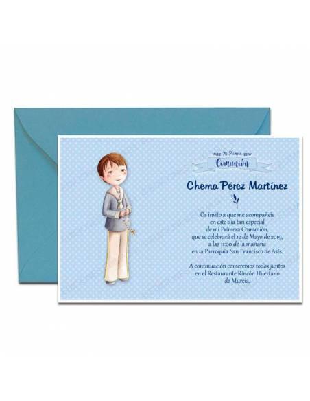 Invitación de Primera Comunión mas sobre azul, niño con rosario