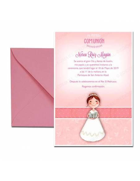 Invitación para comunión con sobre rosa, niña con biblia
