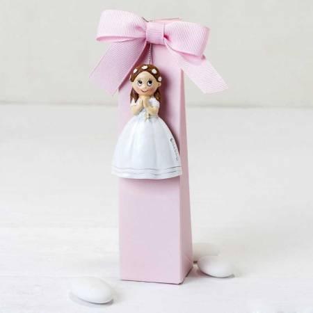 Imán para Comunión niña con vestido largo y corona flores, en caja alta con peladillas y tarjeta personalizada