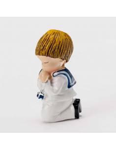 Imán en resina niño Comunión con traje de marinero de rodillas rezando