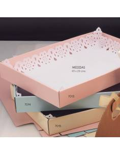 Bandejas de cartón para los detalles, de 43 x 29 cm.