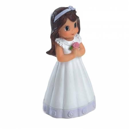 Figura niña Comunión vestido detalle en lila con flor en las manos.
