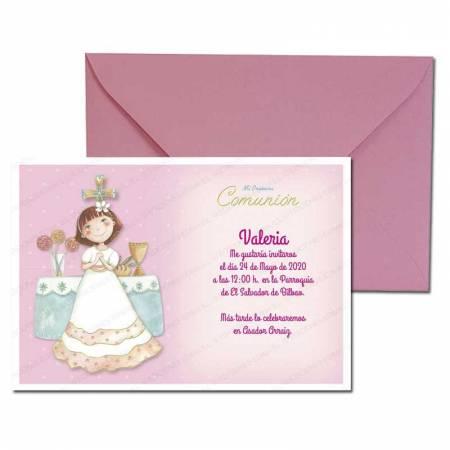 Invitación Primera Comunión más sobre rosa, sonriente niña en el altar