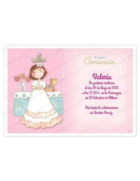 Invitación para Primera Comunión niña con en el altar.