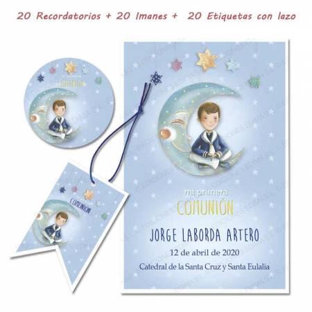 Pack con 20 recordatorios, 20 imanes y 20 etiquetas de comunión, Niño marinero sentado en la luna