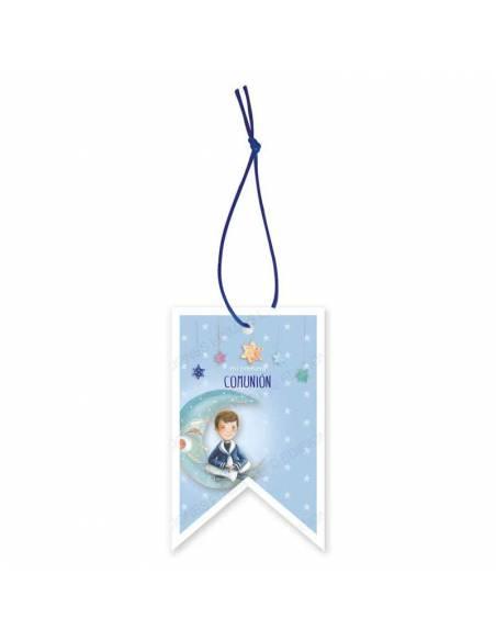 Etiqueta para los detalles de comunión decorada con un niño sentado en la luna