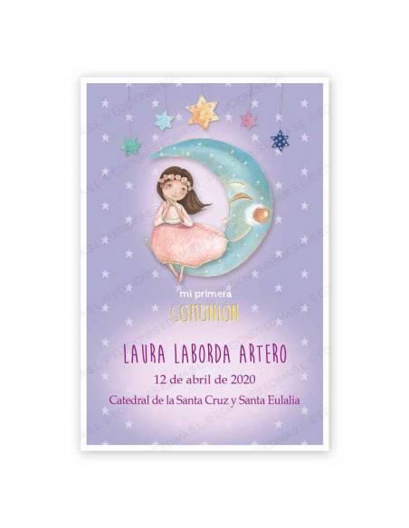 Recordatorio para comunión con un niña con vestido rosa en la luna