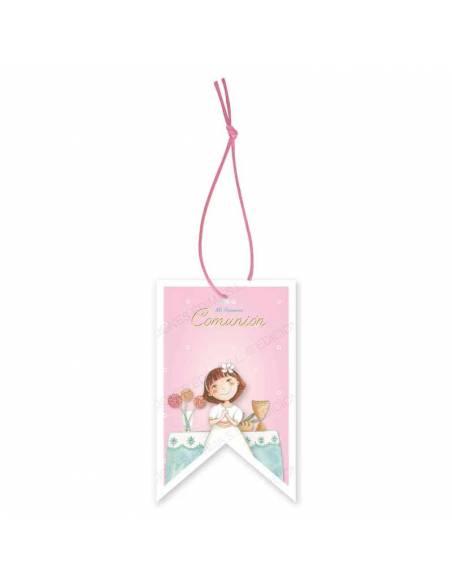 Etiqueta para los detalles de comunión decorada con una niña en el altar