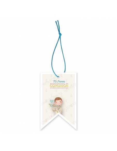 Etiqueta para los detalles de comunión decorada con un niño con una bandeja