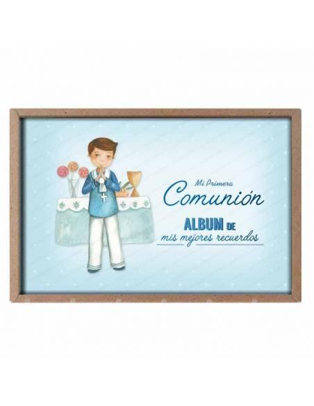 Presentación del álbum para comunión, niño marinero en el altar
