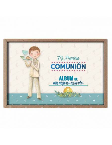 Presentación del álbum para comunión, niño con el pan y el cáliz