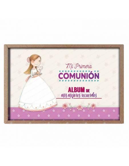 Presentación del álbum para comunión, niña con la bandeja del cáliz y el pan