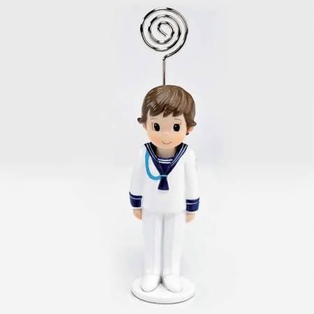 Clip portafotos niño Primera Comunión realizado en resina, con traje de marinero y cordón en azul.
