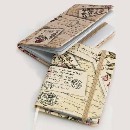 Libreta de notas con estampado vintage, tapas símil piel y goma elástica para su cierre