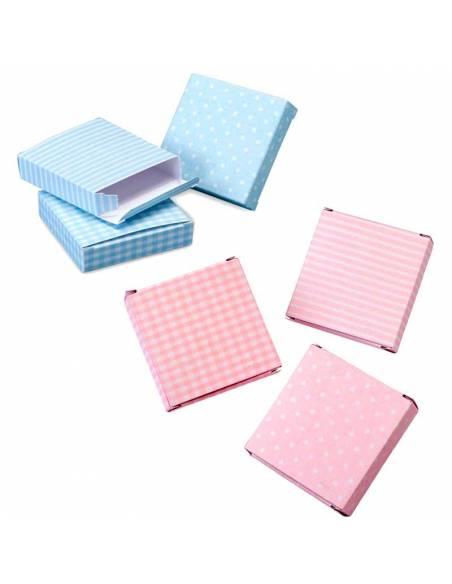 Estuche con topos, rayas y cuadros de 7,5x7,5x1,8 cm. Color: rosa o azul