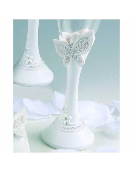 Detalle de la copa para el brindis durante la boda