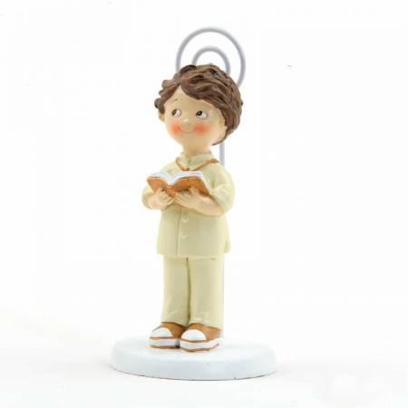 Clip portafotos en resina, niño Comunión con traje en beig y zapatos a juego.