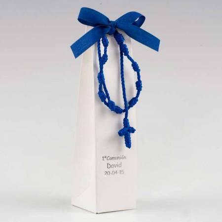 Pulsera-rosario con cruz macramé azul eléctrico con bombones
